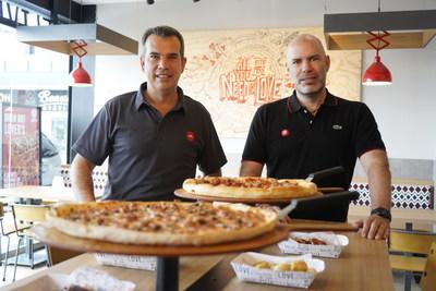 Jacobo Caller y Juan Luis Bueno, local Pizza Hut Querétano